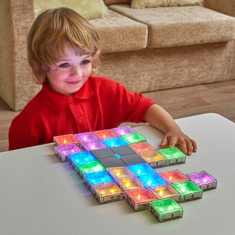 Apgaismojošās puzzle savienošana