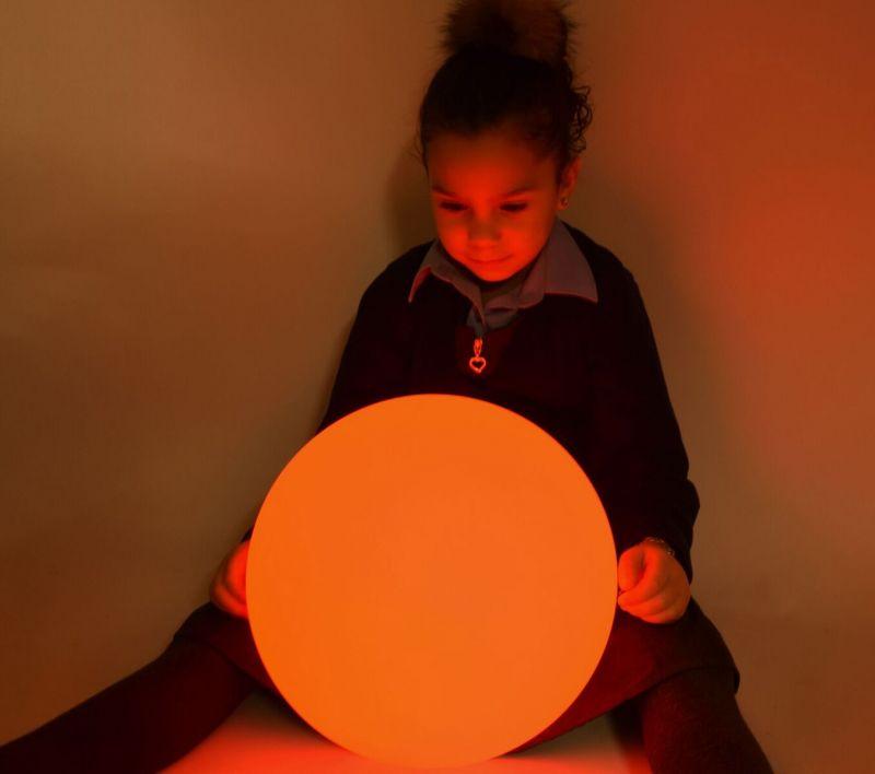 Bumbiņa ar mainīgām krāsām (50 cm)