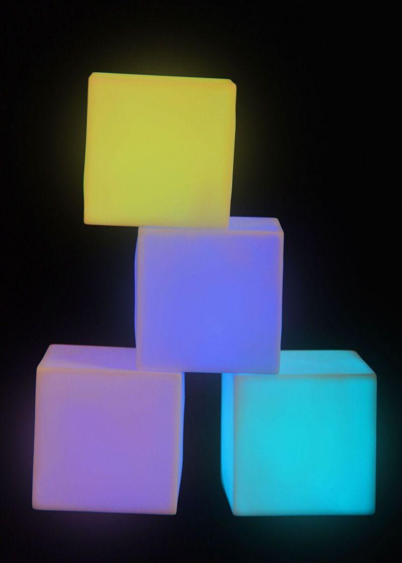 Apgaismotu mazu kubu komplekts